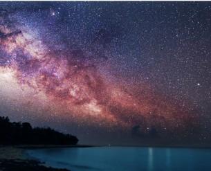 Налітає космічний вітер, І пісок Розмітає  над світом Дощами зірок, А ми кажемо – зорепади…