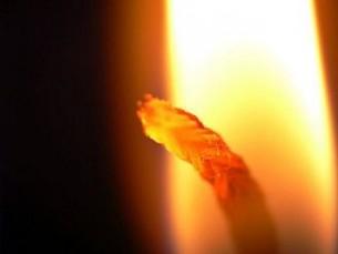 Доки одного дня  найменша кісточка  не прогорить в мені як ґніт –  волокно за волокном –  висушуючи всі сльози,  роз'єднуючи всі поцілунки...