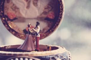 Одним ожесточеньем воли Вы брали сердце и скалу, -- Цари на каждом бранном поле И на балу.