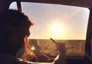 Гордість, упередження, вроджені вади,  Віра, ворожба, безпритульність, безмежжя…  Зустріч біля церкви в пустелі Невада:  Двійко незнайомців – ні більше, ні менше.