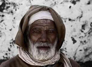 """я пришёл к старику берберу, что худ и сед, разрешить вопросы, которыми я терзаем. """"я гляжу, мой сын, сквозь тебя бьет горячий свет..."""