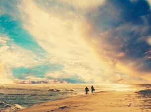 Год переждав, очнувшись от зимней комы,  любовь моя, уставшая изменять  собственной тени, живет, наконец, легко...