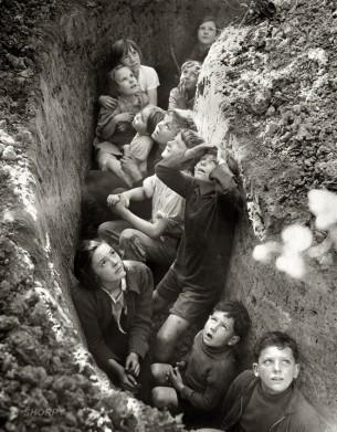 – більше війни не буде, – казала нам вчителька, але кожен із вас, діти, мусить затямити: у разі ядерного вибуху, застосування зброї масового враження чи іншого казусу слід спускатися в бомбосховищe...