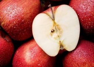 побудь с яблоком, с его зёрнами, жемчужной мякотью, алым боком, -  а не дискутируя с иллюзорными оппонентами о глубоком.