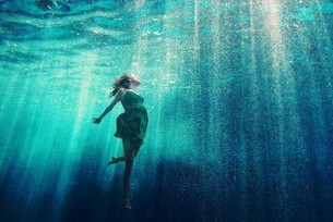Из одного сплошного «нет», Как океанская вода Разлилось мировое «ДА!» О, тот чреватый миром Ноль...