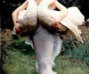 Любая женщина – как свежая могила: из снов, из родственников, сладкого, детей… Прости её. Она тебя любила. А ты кормил – здоровых лебедей.