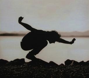 так яже вроде лечу, говорю, плюясь травой, яже вроде летел, говорю, летел, отпусти, устал, говорю, отпусти, яустал, аонопять поднимает над головой, аяустал, подкидывает, яустал, аонпонять неможет...